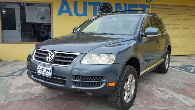 2005 Volkswagen Touareg This Volkswagen Touareg is the perfect large SUV Nice color combo and look