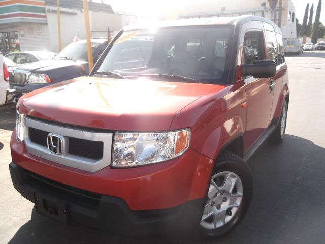 2009 Honda Element LX The Element ranks near the top of its class because it offers a distinctive a