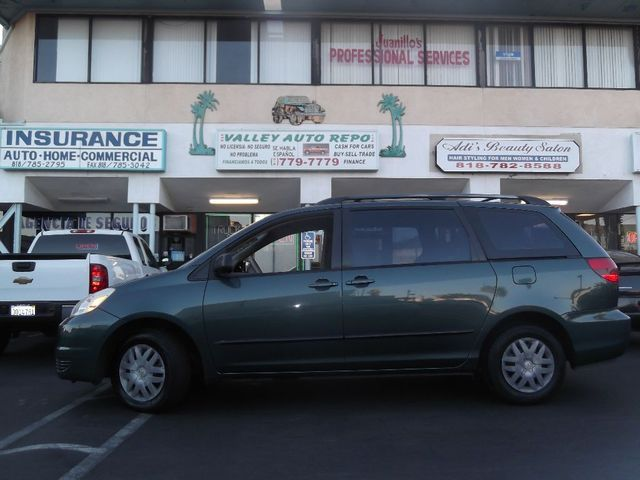 2004 Toyota Sienna Known for durability reliability and beauty who wouldnt want a Toyota Sienna