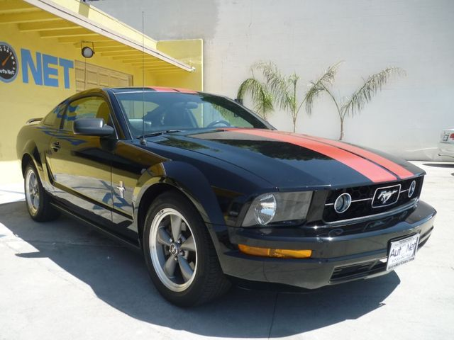 2006 Ford Mustang Deluxe Just in is this awesome 06 Ford Mustang Deluxe V6 With 62 K miles Black o