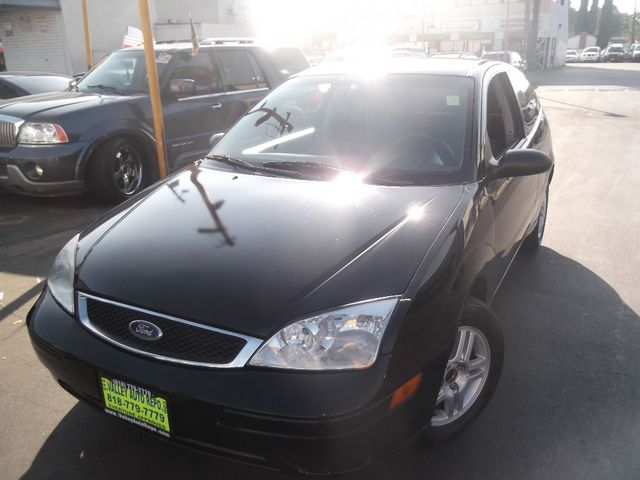 2005 Ford Focus SE This Ford Focus SE is an inexpensive stylish practical and fun ride The fact