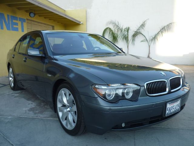 2005 BMW 745i 745i This BMW 7 Series has all the right things in a luxury sedan It has a clean ca