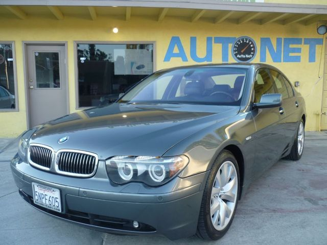 2005 BMW 745i This BMW 7 Series has all the right things in a luxury sedan It has a clean carfax a