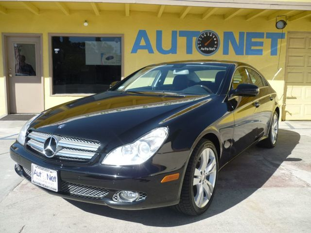 2009 Mercedes CLS550 55L Just one look at this Mercedes-Benz CLS 550 will have you falling in love