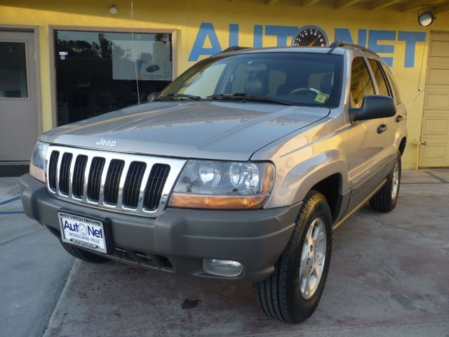 2002 Jeep Grand Cherokee Sport This Jeep Grand Cherokee Sport is an awesome SUV It looks perfect a