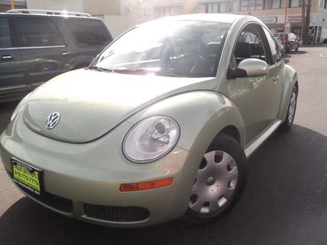 2010 Volkswagen New Beetle Coupe The Volkswagen New Beetle is smart stylish and refined It combi