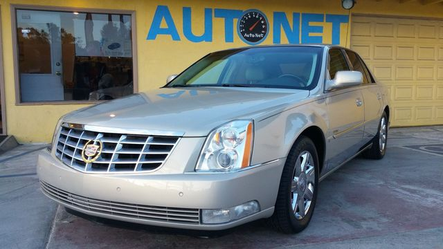 2007 Cadillac DTS Luxury I Wow This car is VERY clean inside and out This Cadillac DTS is a flawl