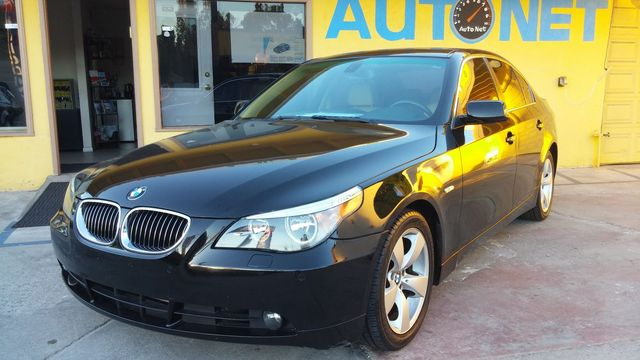 2007 BMW 525i This BMW 525i looks and drives PERFECT Classy BlackBeige color combo It has a Clea