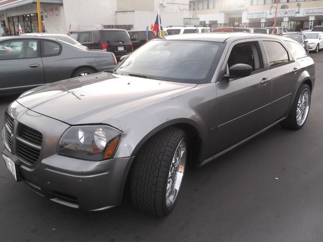 2005 Dodge Magnum SE With gas costs rising and SUV purchases dwindling Dodge went back to an old s