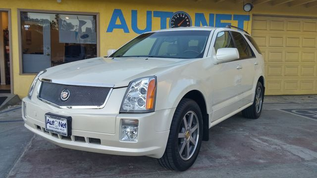 2004 Cadillac SRX All-Wheel Drive AND Luxurious This Cadillac SRX is quite a catch Very classy Wh