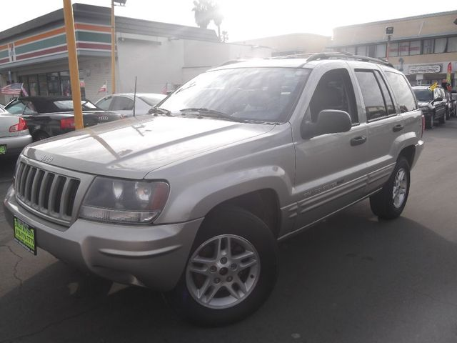 2004 Jeep Grand Cherokee Laredo Its a Jeep thing Solid dependable rugged What more could you w