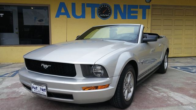 2009 Ford Mustang Premium This 2009 Ford Mustang V6 Premium Convertible just rolled into our lot