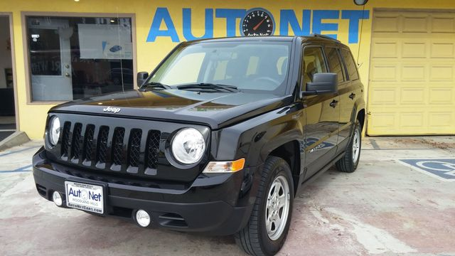 2014 Jeep Patriot Sport This car is the perfect choice for any driver This 2014 Jeep Patriot Sport