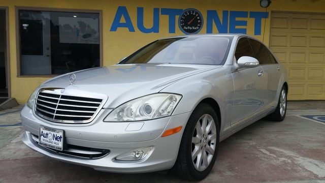 2007 Mercedes S550 55L V8 This Mercedes-Benz S Class truly screams luxury It has top-notch techno