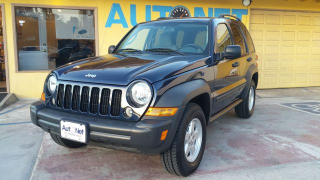 2007 Jeep Liberty Sport Looking for a stylish and practical SUV This 2007 Jeep Liberty is an excel