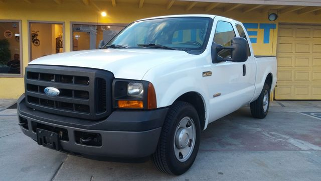 2006 Ford Super Duty F-250 XL This Ford Super Duty F-250 is the perfect truck for you It has an ex