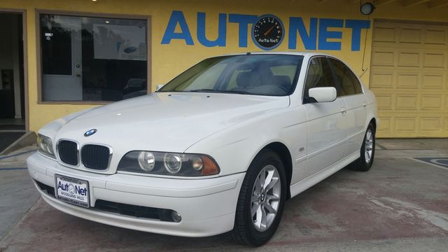 2003 BMW 525i This BMW 525i is a great looking car Beautiful on the inside and out Alpine white o