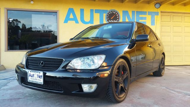 2001 Lexus IS 300 This Lexus IS300 is the one youre looking for It looks and drives great Black