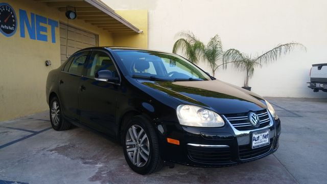2005 Volkswagen Jetta 25 This VW Jetta is waiting for its new owner Black on Gray interior with