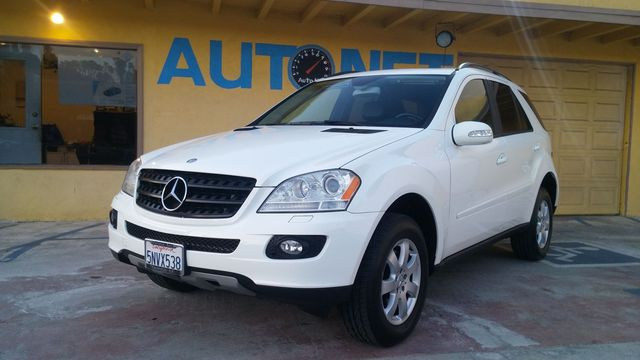 2006 Mercedes ML350 4MATIC Whoa Check out this Mercedes-Benz ML350 This SUV has the Mercedes-Ben