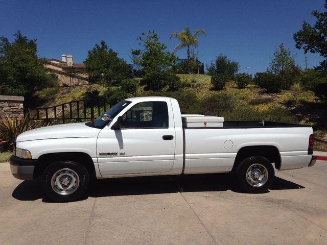 1998 Dodge Ram 1500 AWESOME CARFAX CERTIFIED 1-OWNER 1998 DODGE RAM 1500 V8 MAGNUM HEAVY-DUTY WORK