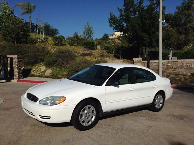 2007 Ford Taurus SE 2007 FORD TAURUS SEDAN NICELY EQUIPPED POWER DOORLOCKS POWER WINDOWS CLEAN