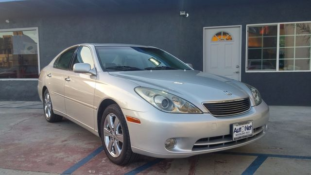 2005 Lexus ES 330 PREMIUM This Lexus ES 330 is in IMMACULATE condition It looks and drives like n