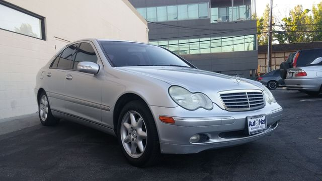 2004 Mercedes C240 26L This Mercedes-Benz C240 is an excellent sports sedan This car is the ulti