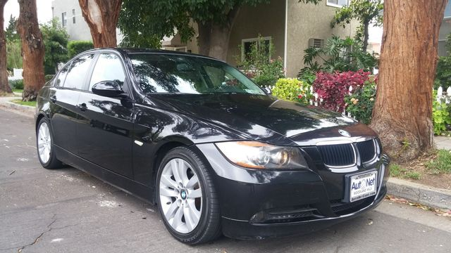 2007 BMW 328i SPORT AND NAVIGATION Looking for a stylish 4 door car This BMW 328i is the luxury s