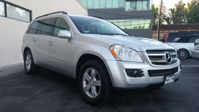 2007 Mercedes GL450 4MATIC All wheel drive and luxurious this Mercedes-Benz GL450 has it all Thi