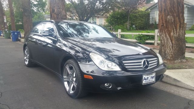 2007 Mercedes CLS550 55L Beautiful This Mercedes-Benz CLS550 is a fine looking car Nothing less