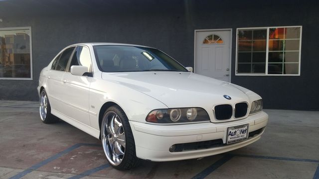 2002 BMW 525i Beige Wow This BMW 525i looks awesome Alpine White exterior with a Sand interior