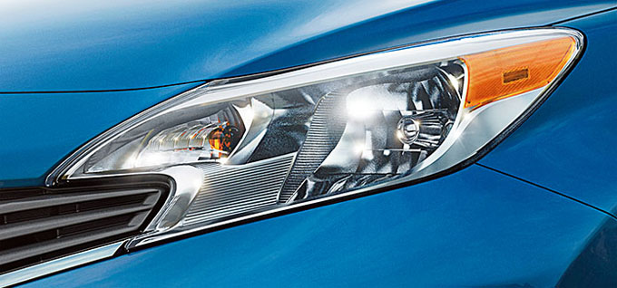 2015 Nissan Versa Note Multi-reflector halogen headlights