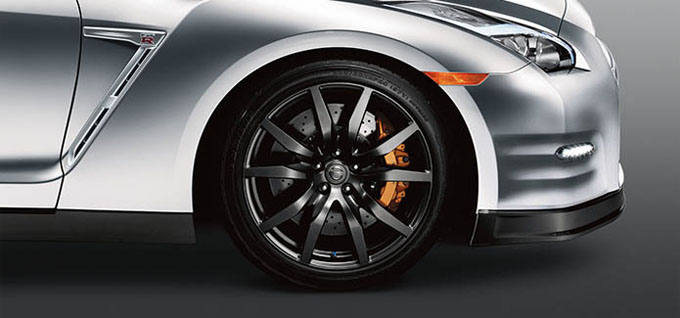 20 inch Super-lightweight forged-alloy RAYS® wheels