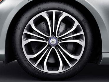 19-inch triple 5-spoke alloy wheels