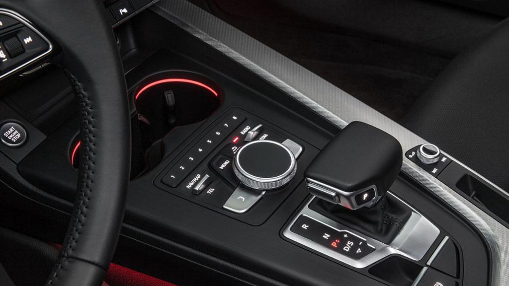 2017-Audi-A4-interior-2.jpg