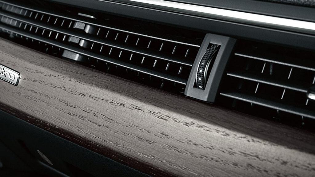 2017-Audi-A4-interior-6.jpg