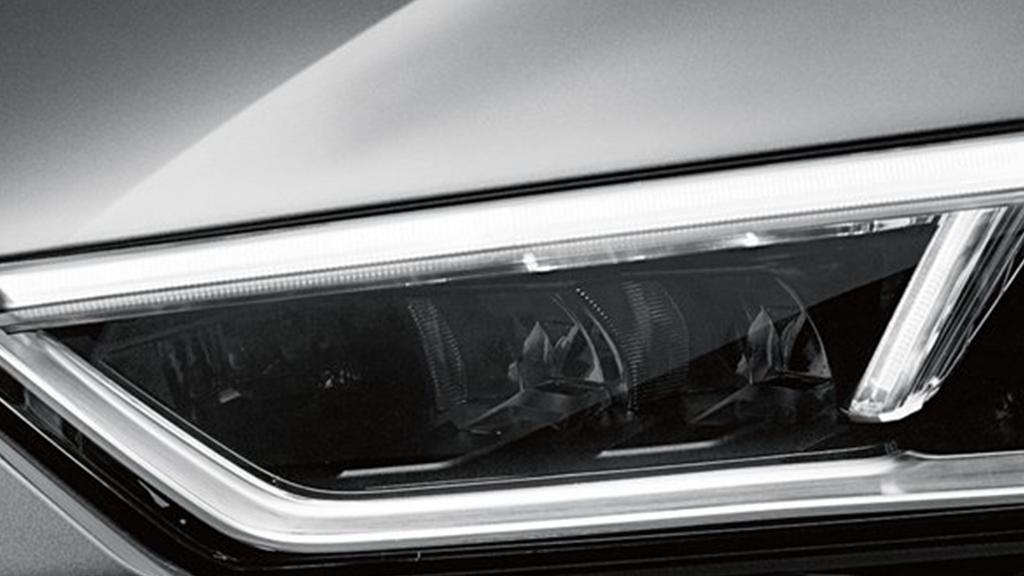 2017-audi-r8-spyder-exterior-led-headlights.png