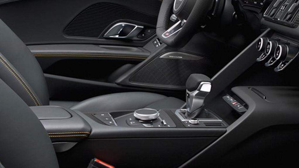 2017-audi-r8-spyder-interior-18way-power-sport-seats.png