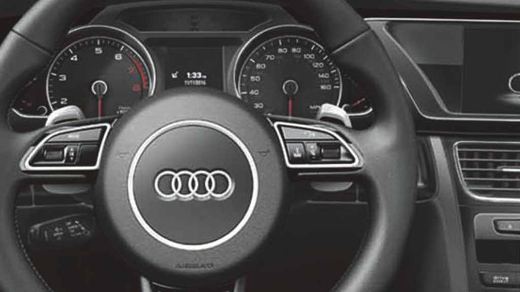 2017_Audi_A5_coupe_interior_steeringwheel.png