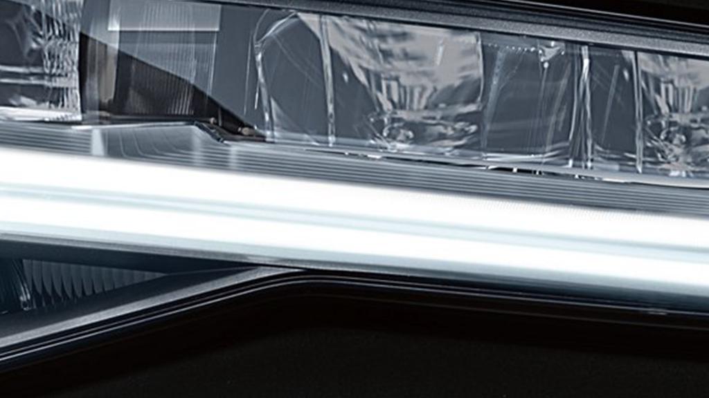 2017_Audi_A6_exterior_headlights.png