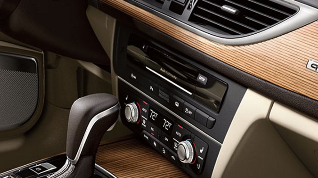 2017_Audi_A6_interior_dashboard_v4.png