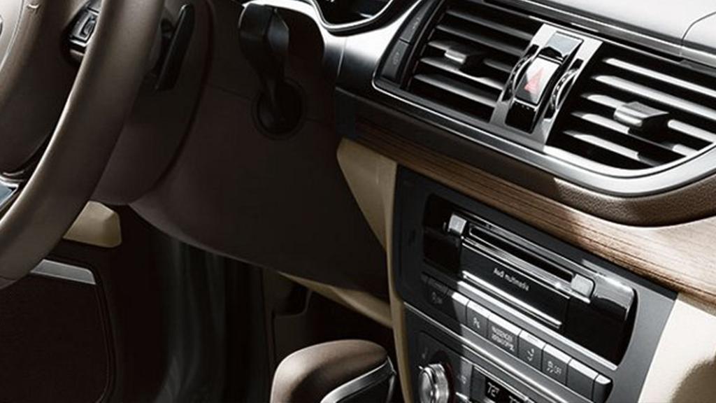 2017_Audi_A7_interior_dashboard.pngnsive