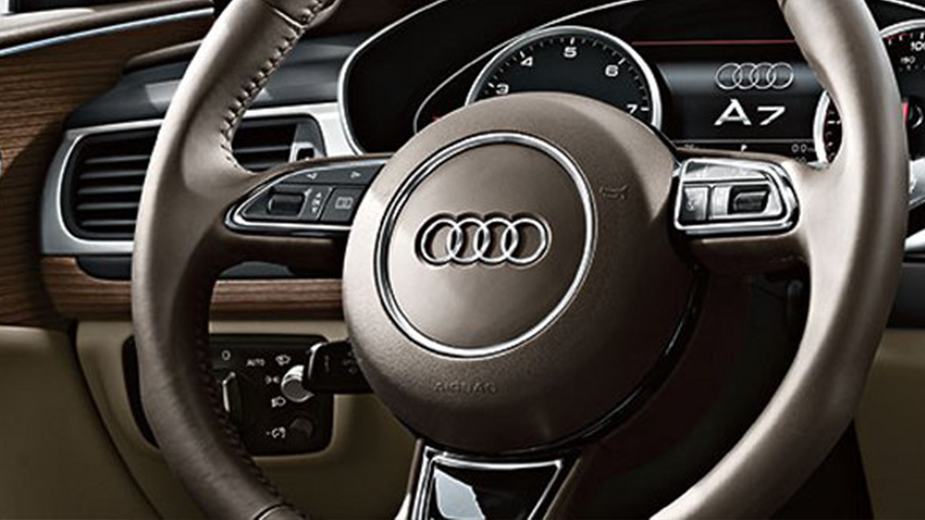 2017_Audi_A7_interior_steeringwheel.png