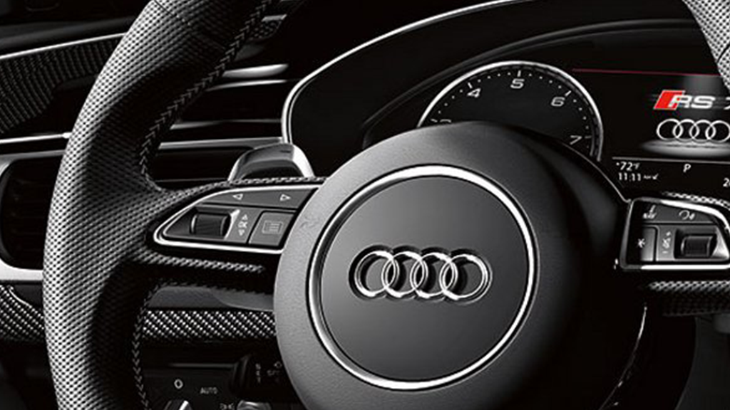 2017_Audi_RS7_interior_steeringwheel.png